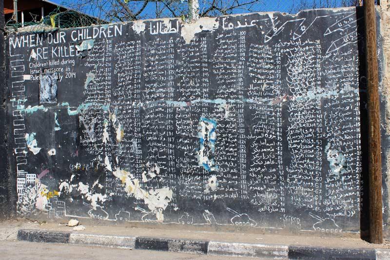 Mahnmal im Aida Camp mit Namen von 264 getöteter Kindern während eines Angriffs im Jahr 2014 www.gindeslebens.com