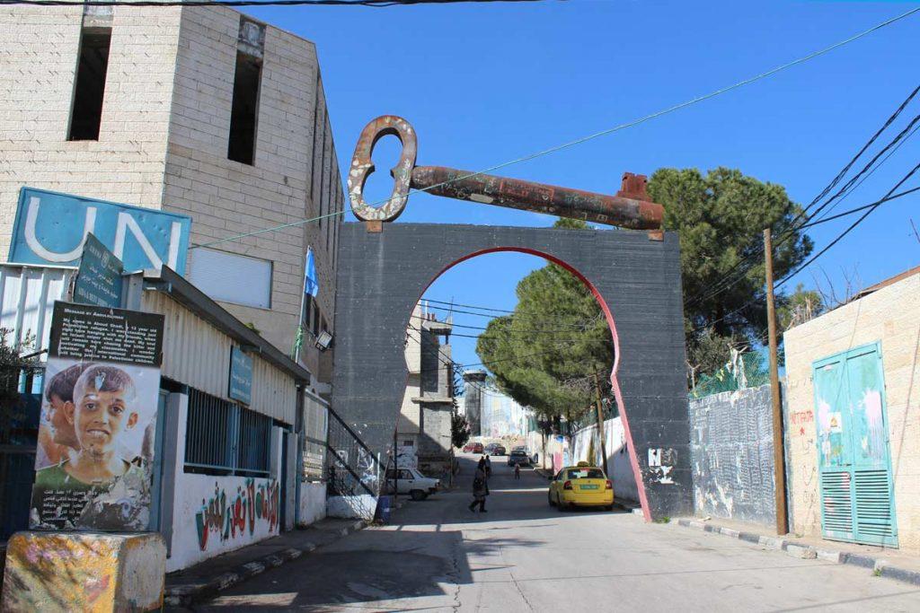 Schlüssel als Symbol für die verlorenen Häuser UN Stützpunkt im Aida Flüchtlingslager Bethlehem Palästina www.gindeslebens.com