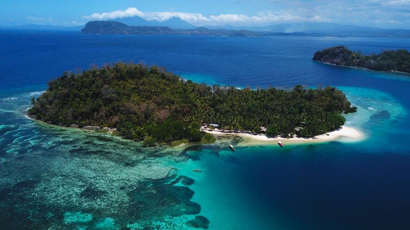 Drohnenaufnahme Sahaung Island Sulawesi