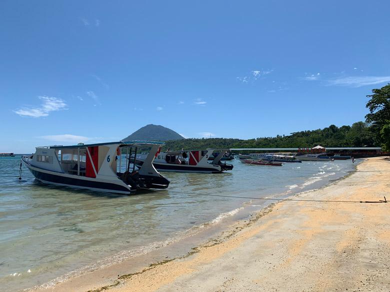 Strand Bastianos Dive Resort Bunaken Tauchen Sulawesi Indonesien