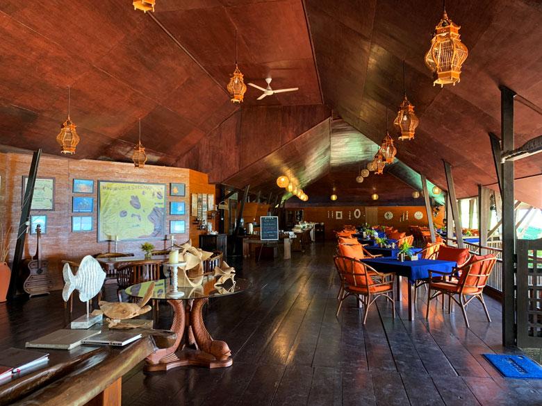 Restaurant Bastianos Dive Resort Bunaken Tauchen Sulawesi Indonesien