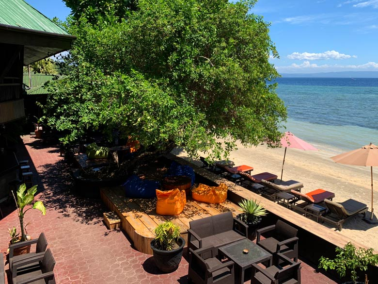 Bar Bastianos Dive Resort Bunaken Tauchen Sulawesi Indonesien