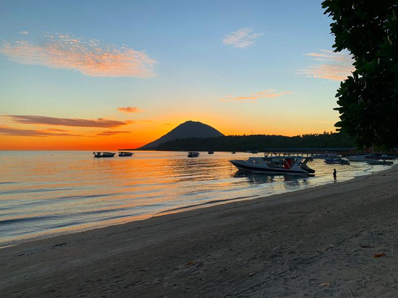 Sonnenuntergang Bastianos Dive Resort Bunaken Tauchen Sulawesi Indonesien