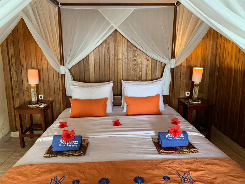 Superior Zimmer - strandseitig Bastianos Dive Resort Bunaken Tauchen Sulawesi Indonesien